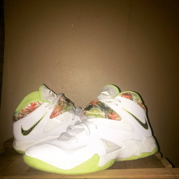 online store 692a3 24e0c Nike Other - NIKE ZOOM LEBRON SOLDIER 7 KING S PRIDE